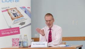 Dr. Thorsten Lange, Poltikwissenschaftler