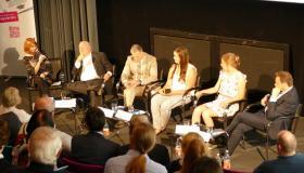 Podiumsdiskussion am Bildungskongress - Simone Fasse, Thomas Sattelberger, Hubert Schöffmann, Laura Kronwinkler, Regina Bittner und Jürgen Böhm